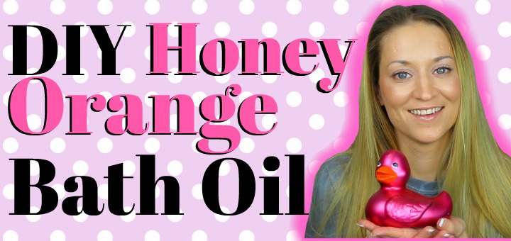 DIY Honey Orange Bath Oil (by WhippedGreenGirl.com) #DIY #DIYSkincare #GreenBeauty #BathOil #BathBlend